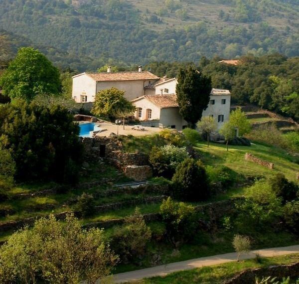 Mas Blanc in de Gard, Zuid-Frankrijk overzicht terrein Mas Blanc  30pluskids image gallery
