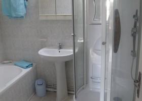 Les Chardonnerets La Lavande bathroom.jpg Les Chardonnerets 30pluskids