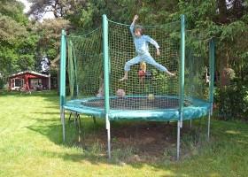 LemeleLust in Lemelerlust, Nederland trampo in tuin LemelerLust 30pluskids