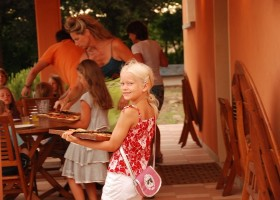 Countryhouse Montesoffio in Le Marche, Italie pizza Country house Montesoffio 30pluskids