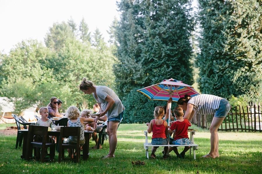 Camping La Nozilliere in de Haute Vienne vlakbij de Dordogne, Frankrijk kinderen eten 2 Camping La Nozillière  30pluskids image gallery