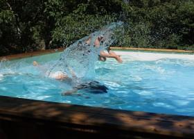 Puech de Cabanelles in Tréban, Frankrijk onder water zwemmen Puech de Cabanelles 30pluskids