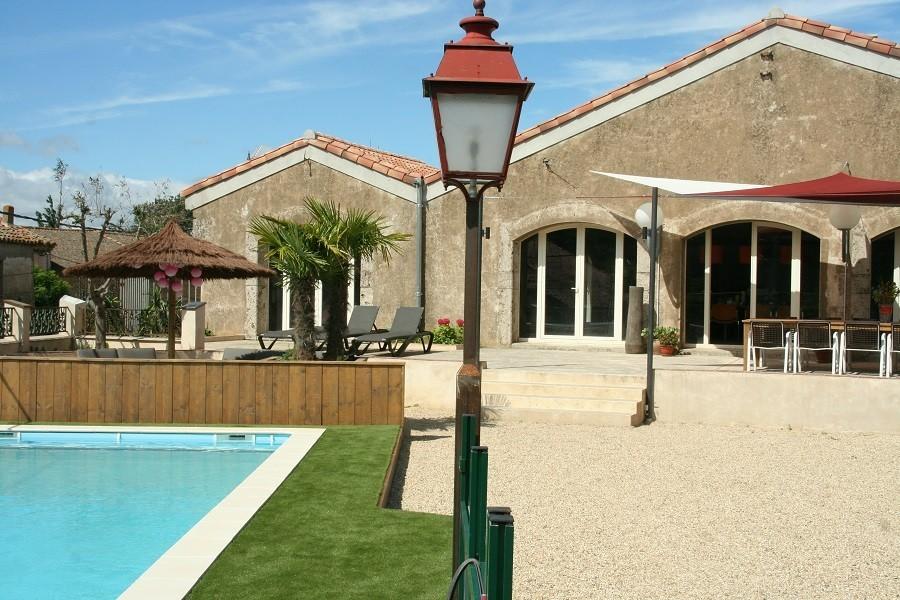 Domaine des Agnelles in de Aude, Frankrijk zwembad overdag Domaine des Agnelles 30pluskids image gallery