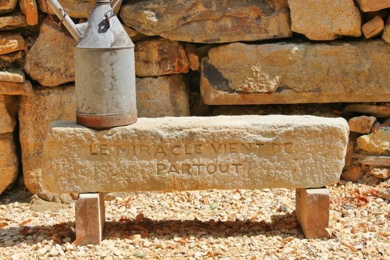 Le Miracle in de Gard, Frankrijk naam in steen Le Miracle 30pluskids image gallery