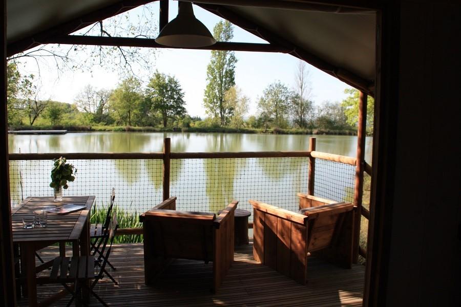 La Parenthese Camping Les Ormes in de Lot-et-Garonne, Frankrijk uitzicht op het meer La Parenthèse – Camping Les Ormes  30pluskids image gallery