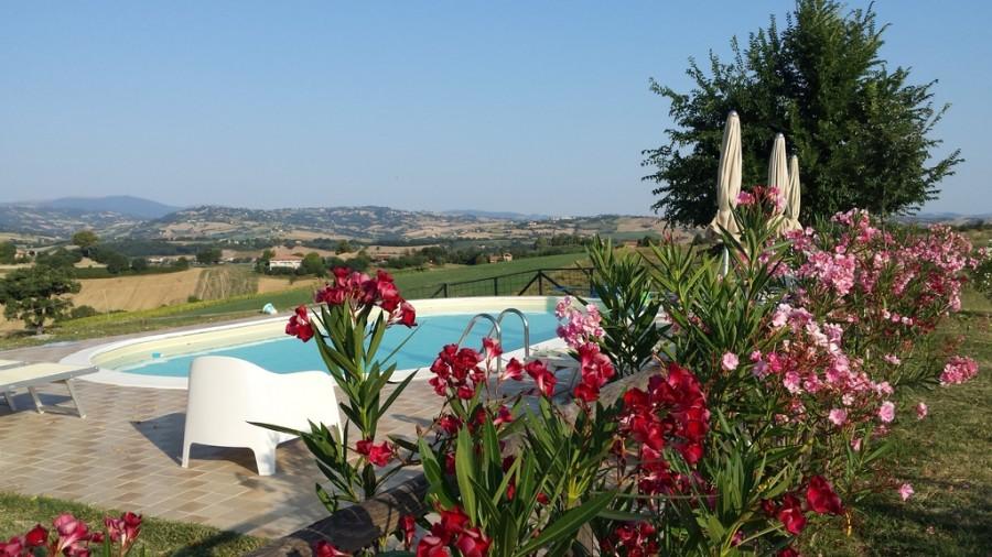 Rustico del Bozzo zwembad met uitzicht kl.jpg Rustico del Bozzo 30pluskids image gallery