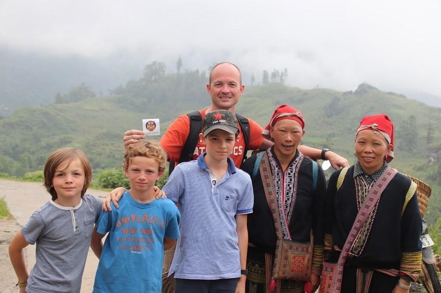 vietnam-sapa-fam027395-stam-gezin-bergen-landschap Zeilen, rijstvelden en markten in Vietnam met kinderen 30pluskids image gallery