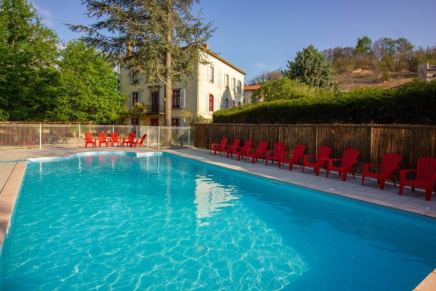 Domaine des Lilas in de Auvergne, Frankrijk zwembad nieuw Domaine des Lilas 30pluskids image gallery