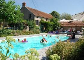 Le Petit Pauliat in de Auvergne, Frankrijk zwembad met kinderen Le Petit Pauliat 30pluskids