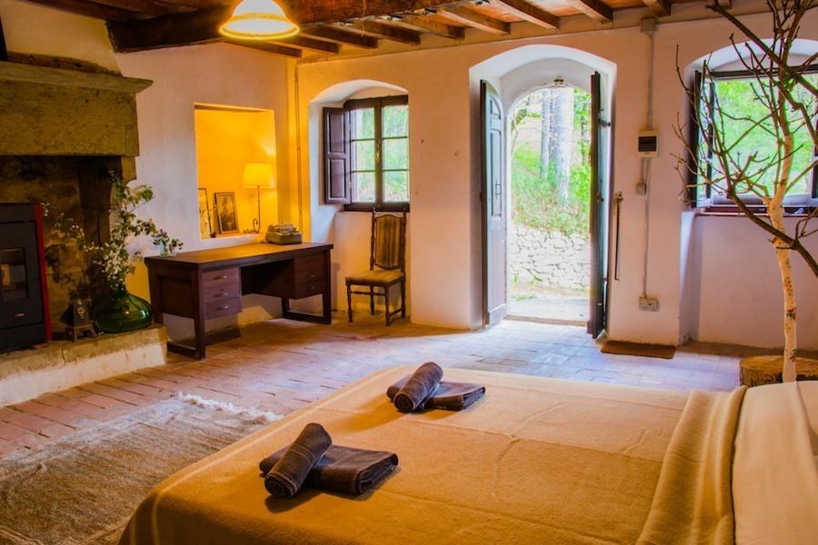 Novanta in Toscane, Italie slaapkamer met openslaande deuren naar tuin Novanta 30pluskids image gallery