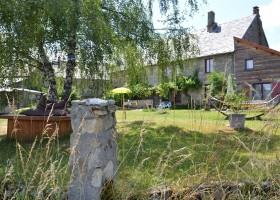 Les 3Etangs in de Auvergne, Frankrijk tuin met hangmat Les 3Etangs 30pluskids