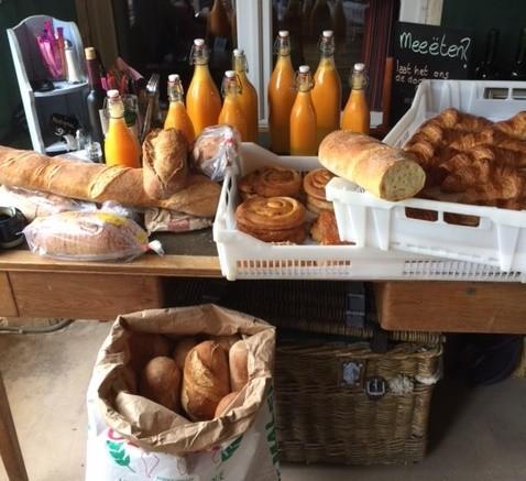 Domaine Le Bost in de Dordogne, Frankrijk brood en verse jus Domaine Le Bost 30pluskids image gallery