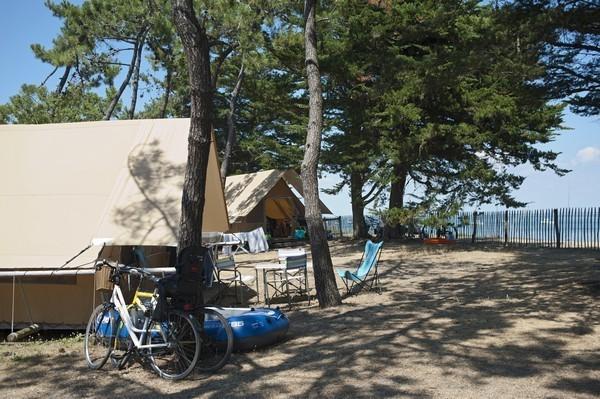 Huttopia Noirmoutier tenten aan het strand.jpg Huttopia Frankrijk 30pluskids image gallery