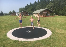 Domaine Saint Esselin trampoline Domaine Saint Esselin 30pluskids