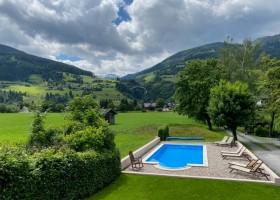 Landhaus Angerhof in Gastein, Oostenrijk zwembad en uitzicht Landhaus Angerhof 30pluskids