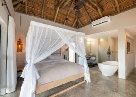 Homes of Africa in Hoedspruit, Zuid-Afrika Villa Sebra slaapkamer met bad Homes of Africa vakantiehuizen 30pluskids