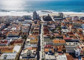 Travelnauts rondreis Noord-Portugal-esphino-bovenaanzicht-stad Rondreis Noord-Portugal 30pluskids