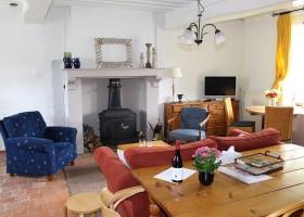 Vakantiehuis Bilok in de Bourgogne, Frankrijk gite woonkamer Vakantiehuis Bilok 30pluskids
