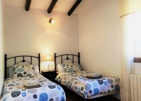 Casa Lobera in Andalusie, Spanje slaapkamer twee eenpersoonsbedden Casa Lobera  30pluskids