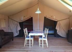 Camping La Nozilliere in de Haute Vienne vlakbij de Dordogne, Frankrijk safaritent binnen Camping La Nozillière  30pluskids