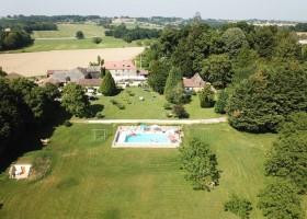 Domaine Le Bost in de Dordogne, Frankrijk van bovenaf Domaine Le Bost 30pluskids