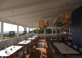 Tendi Vallicella restaurant met uitzicht Tendi op Vallicella Glamping Resort 30pluskids