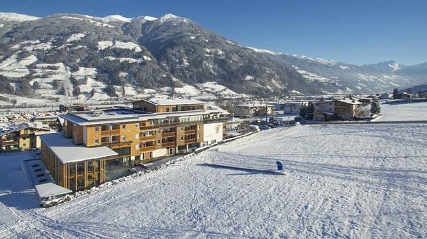 Alpina Zillertal hotel.jpg Alpinahotel 30pluskids image gallery