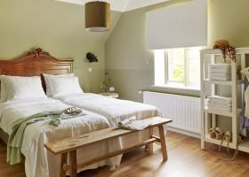 Erfgoedlogies d'Ouffenhoff in Limburg, Nederland slaapkamer hout Erfgoedlogies d'Ouffenhoff 30pluskids