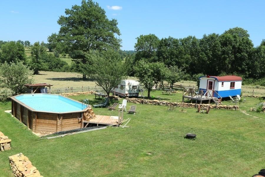 Dans le Jardin in de Bourgogne, Frankrijk overzicht tuin pipowagen Dans Le Jardin 30pluskids image gallery