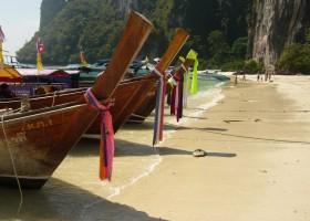 Riksja Family rondreis Thailand bootjes Riksja Family Thailand 30pluskids