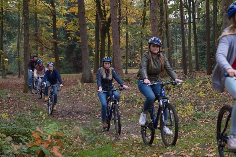 Vlintenholt in Drenthe, Nederland fietsen in het bos 't Vlintenholt 30pluskids image gallery
