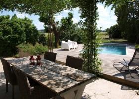 Villa Lafage in de Dordogne, Frankrijk terras en zwembad pigionnier Villa Lafage 30pluskids