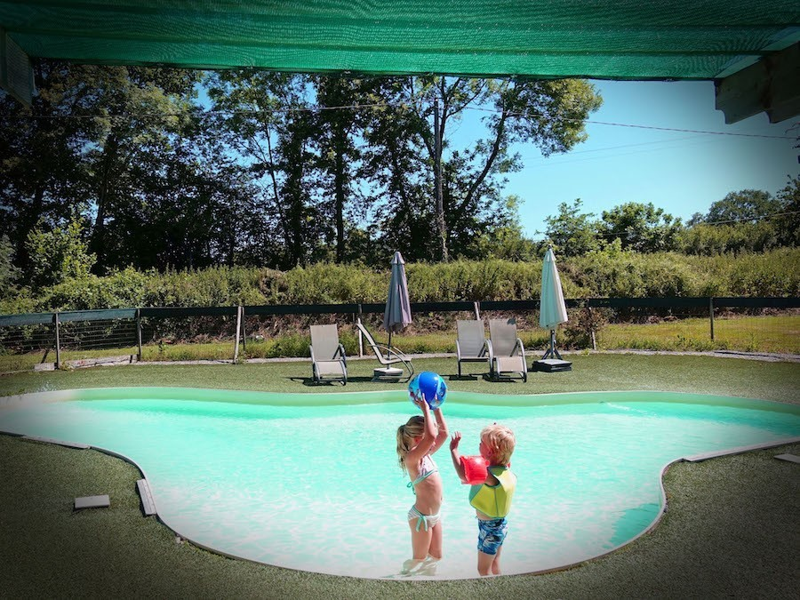 Maison Le Bip kinderen in zwembad.jpg Maison le Bip 30pluskids image gallery