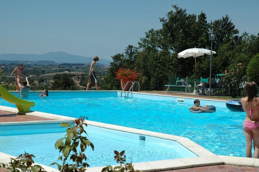 Poggio Montespertoli zwembad met uitzicht.jpg Poggio Montespertoli 30pluskids image gallery