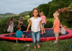 Villa Alwin in Le Marche, Italie trampoline met kids Villa Alwin 30pluskids