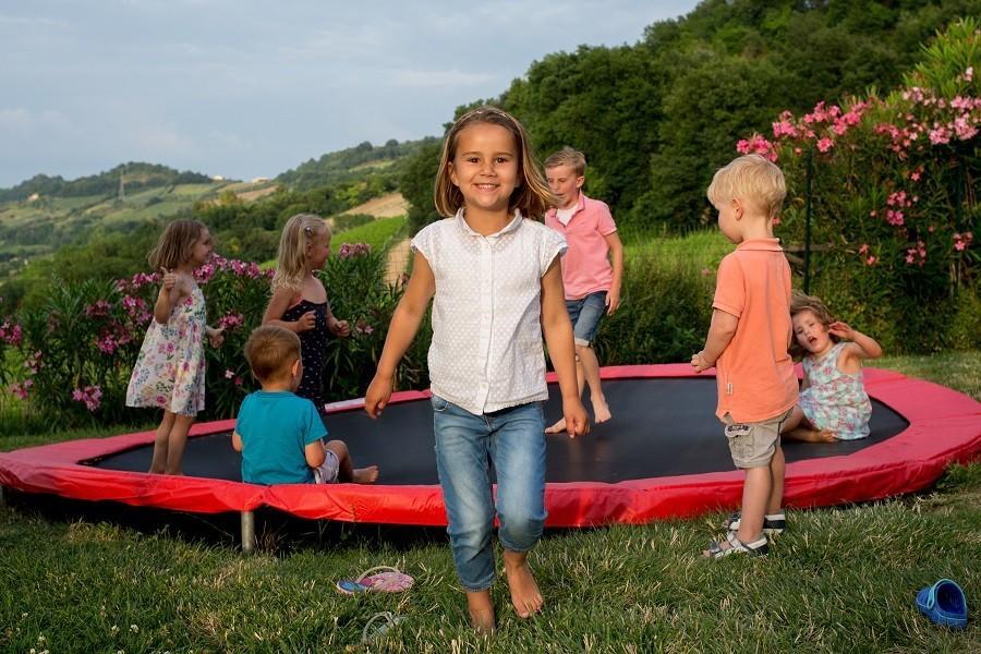 Villa Alwin in Le Marche, Italie trampoline met kids Villa Alwin 30pluskids image gallery