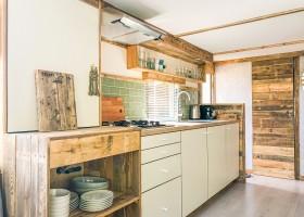 STOERbuiten op Camping Mar Y Sierra in Le Marche, Italie keuken 2-Italie_-9 n STOERbuiten Breeze lodge, le Marche 30pluskids