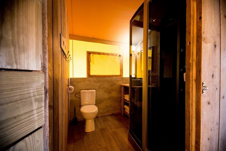 Villa Alwin in Le Marche, Italie badkamer in safaritent Villa Alwin 30pluskids image gallery