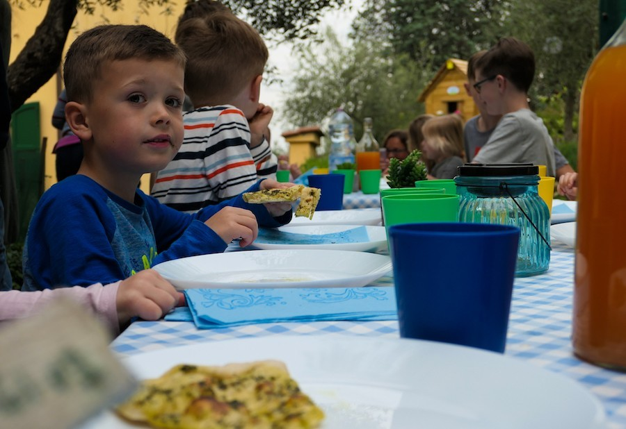 Partingoli in Toscane, Italie samen eten Piazza Pinokkio 30pluskids image gallery