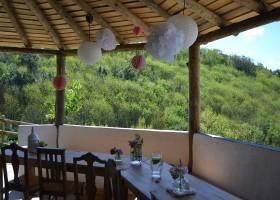 Quinta Horta da Rosa in Leiria, Portugal eettafel met uitzicht Quinta Horta da Rosa 30pluskids