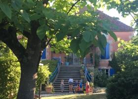 Les Escaliers de La Combe in de Lot, Frankrijk huis voorzijde Les Escaliers de La Combe  30pluskids
