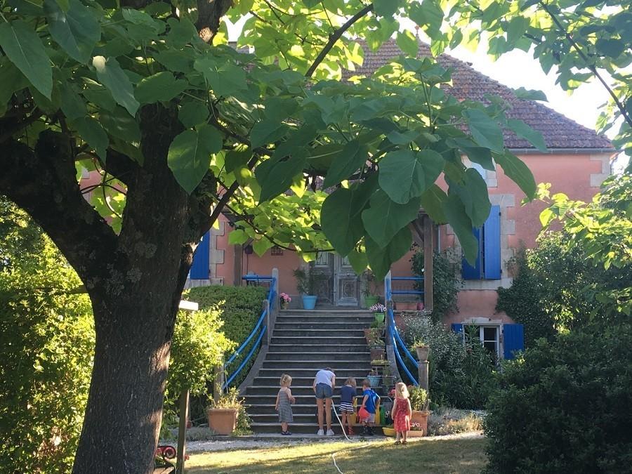 Les Escaliers de La Combe in de Lot, Frankrijk huis voorzijde Les Escaliers de La Combe  30pluskids image gallery