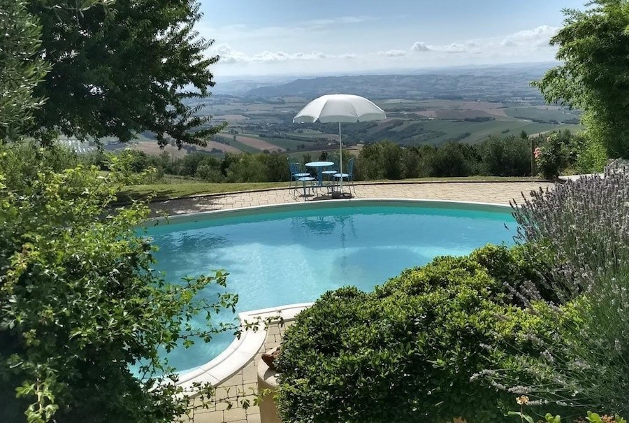 Case Leonori in Le Marche, Italie zwembad uitzicht 1 Agriturismo Case Leonori 30pluskids image gallery