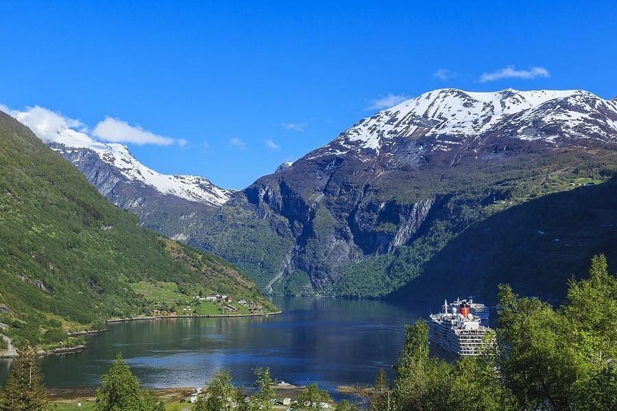 Travelnauts rondreis noorwegen-geiranger-fjord-bergen-water-veerboot-sneeuw-meer Rondreis Noorwegen 30pluskids image gallery