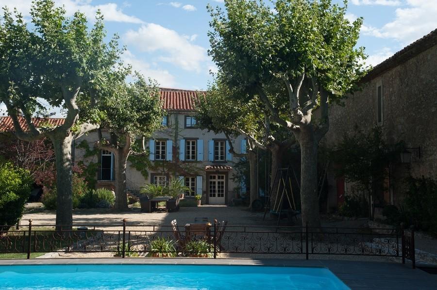 Domaine des Agnelles in de Aude, Frankrijk zwembad en binnentuin Domaine des Agnelles 30pluskids image gallery