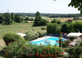 Domaine la Fontaine zwembad en uitzicht.jpg Domaine la Fontaine 30pluskids