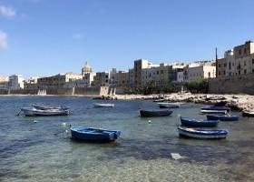 Travelnauts rondreis Sicilie italië-trapani-bootjes-zee-kust Rondreis Sicilië 30pluskids