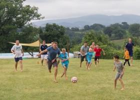 HuisopdeHeuvel in Le Marche, Italie vaders en kinderen voetballen Huisopdeheuvel  30pluskids