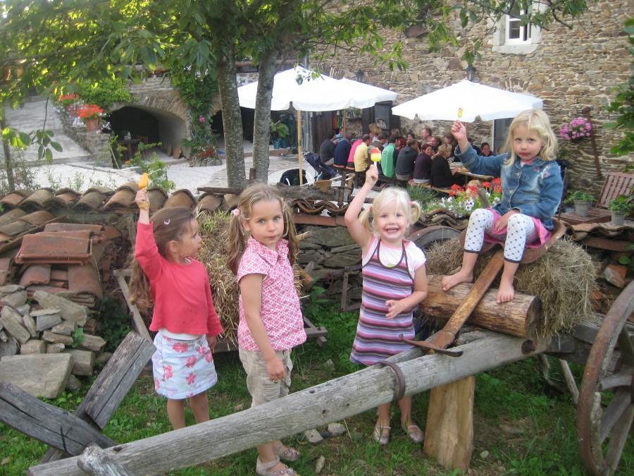 L'Etoile Doree kids.JPG L'Etoile Dore  30pluskids image gallery