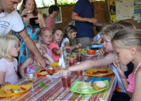 Les Aulnettes kinderen aan tafel.jpg Les Aulnettes 30pluskids